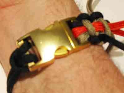 21-Measure-the-Paracord-Survival-Bracelet